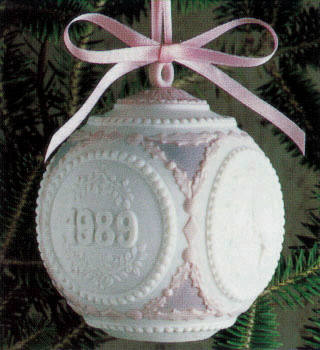 1989 Christmas Ball (l.e. Lladro Figurine