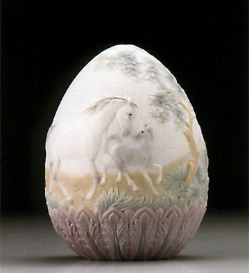 1995 Limited Edition Egg Lladro Figurine