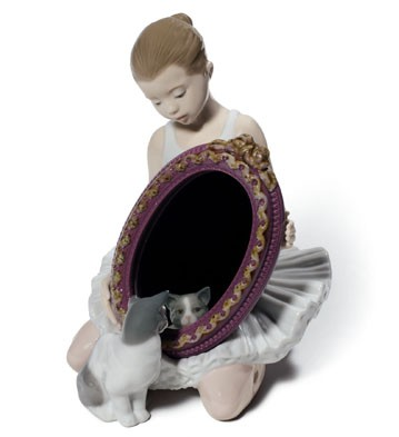 A Purr-fect Reflection Lladro Figurine