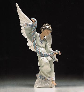 Angel With Garland Lladro Figurine