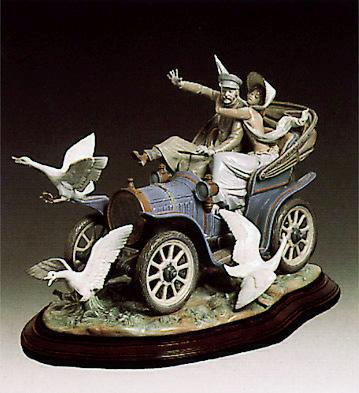 Car In Trouble (l.e.) (b) Lladro Figurine