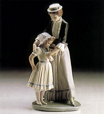 Comforting Her Daughter Lladro Figurine