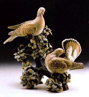 Couple Of Turtle Doves (l Lladro Figurine
