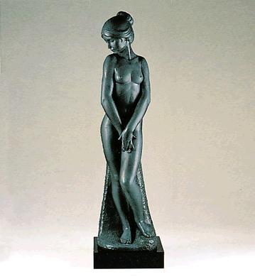 Demure (l.e.) (b) Lladro Figurine