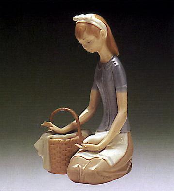 Dove On The Lap Lladro Figurine