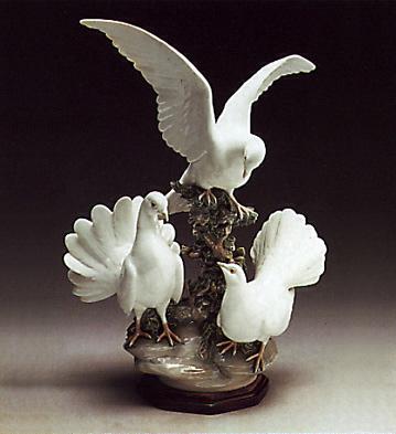 Doves Group -b- Lladro Figurine