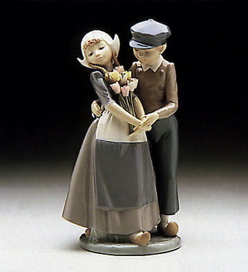 Dutch Couple W-tulips Lladro Figurine