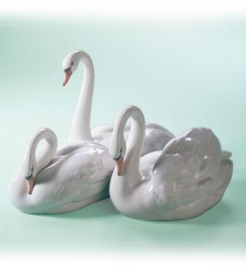 Elegant Trio Lladro Figurine