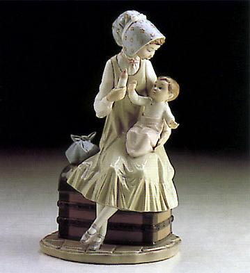 Feeding Her Daughter Lladro Figurine