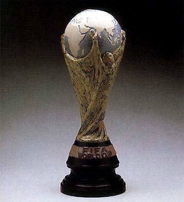 Fifa Trophy -b- Lladro Figurine