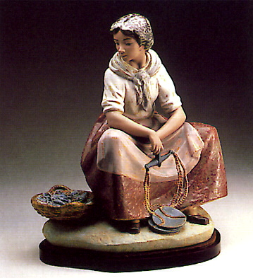 Fisherwoman -b- Lladro Figurine