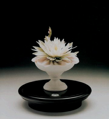 Fluvial Cup With Branch ( Lladro Figurine