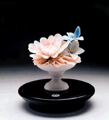 Fluvial Cup With Water Li Lladro Figurine