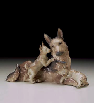 German Shepherd W/puppies Lladro Figurine