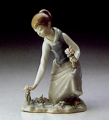 Girl Gathering Flowers Lladro Figurine