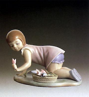 Girl Kneeling And Tulips Lladro Figurine