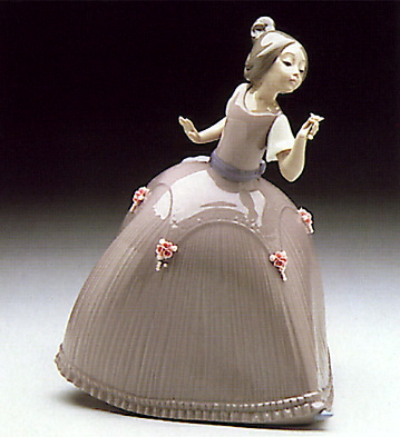 Girl Pink Dress W-flower Lladro Figurine
