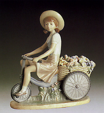Girl W-flowers In Tow Lladro Figurine