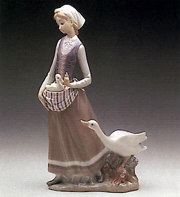 Girl W/goose Lladro Figurine