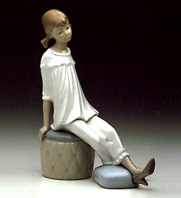 Girl With Mother's Shoe Lladro Figurine