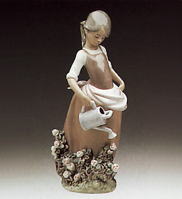 Girl W/watering-can Lladro Figurine
