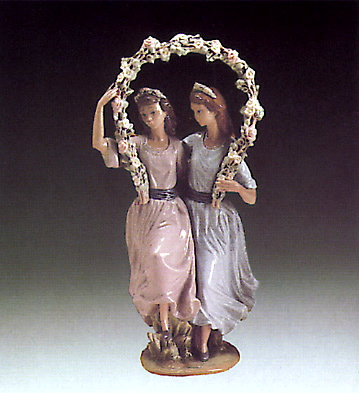 Girls Arch With Flowers Lladro Figurine