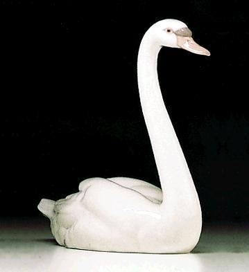 Graceful Swan Lladro Figurine