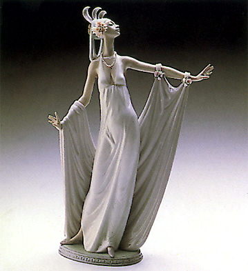 Grand Dame Lladro Figurine