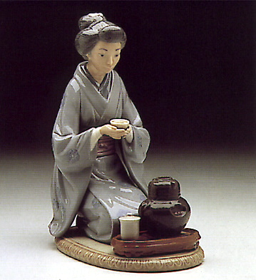 Japanese Girl Serving Tea Lladro Figurine