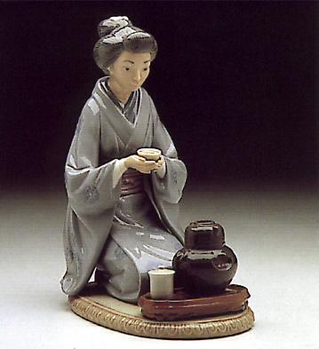 Japanese Girl Serving Tea Lladro Figurine