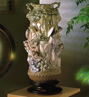 Japanese Vase (l.e.) (b) Lladro Figurine
