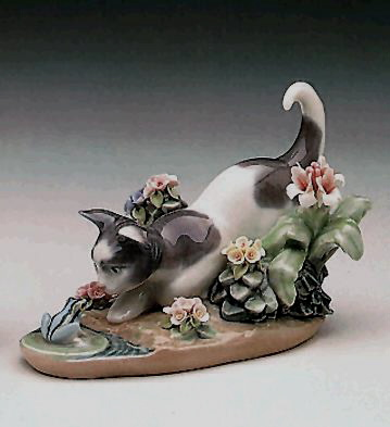 Kitty Confrontation Lladro Figurine