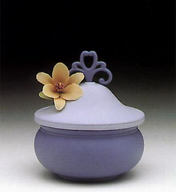 Kublay Sweet Box, Blue Lladro Figurine