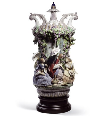 Ladies From Aranjuez Vase Lladro Figurine