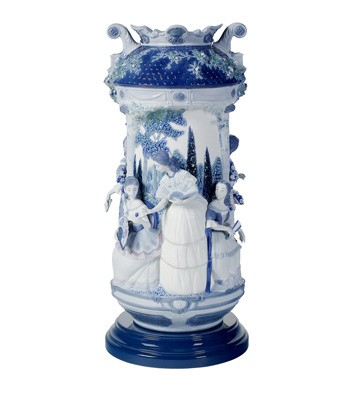 Ladies In The Garden Vase-blue (re-deco) Lladro Figurine