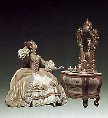 Lady In Dressing-table Lladro Figurine