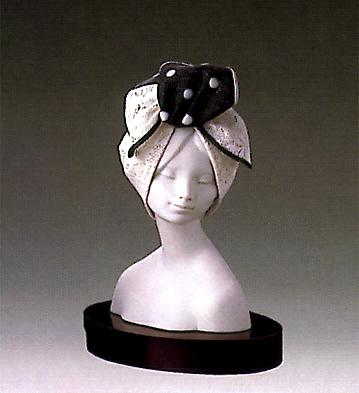 Lady Of Style(b) Lladro Figurine