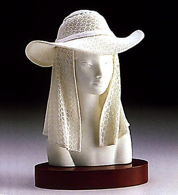 Lady With Hat(b) Lladro Figurine