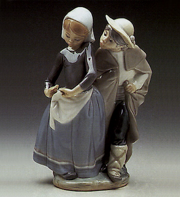 Little Couple Kissing Lladro Figurine