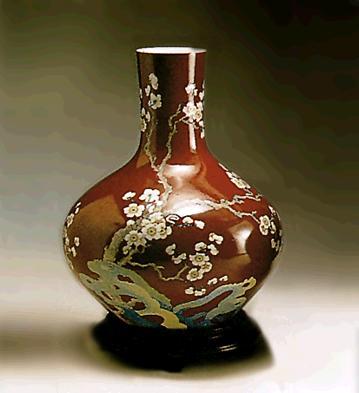 Magno Red Vase (l.e.) (b) Lladro Figurine