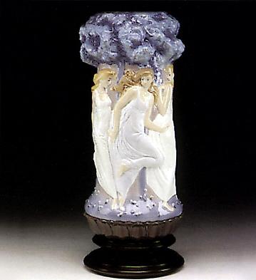 Maidenhead Vase(b) Lladro Figurine