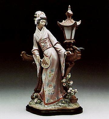 Mariko (b) Lladro Figurine