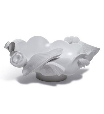 Naturo. -centerpiece (white) Lladro Figurine