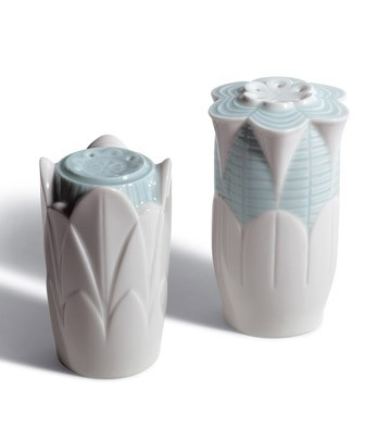 Naturo. -salt & Pepper Shakers(turq.) Lladro Figurine