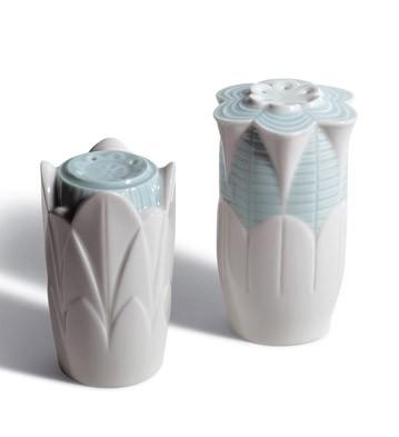 Naturo. -salt & Pepper Shakers(turq.) Lladro Figurine
