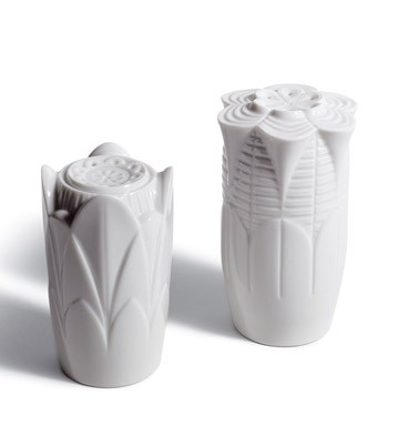Naturo. -salt & Pepper Shakers(white) Lladro Figurine