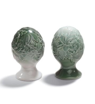Naturo. -salt&pepper Shak (green) Lladro Figurine