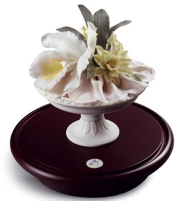 Neoclassic Cup(color) (l. Lladro Figurine