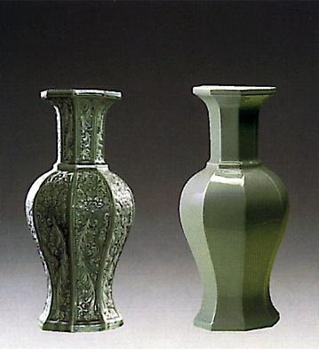 Octogonal Jar Green Lladro Figurine