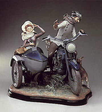 Old Fashioned Motorist-b- Lladro Figurine